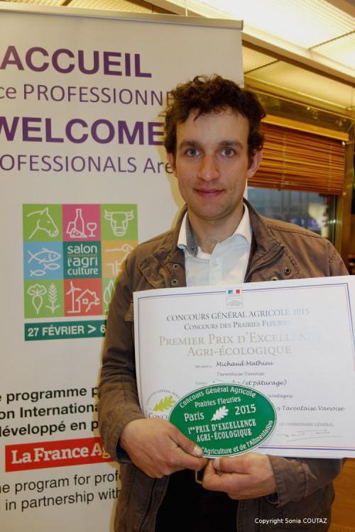Mathieu Michaud, agriculteur à Bourg-Saint-Maurice, qui s'est vu remettre cette année le premier prix de « l'excellence agri-écologique » dans la catégorie « prairie de fauche de montagne ».