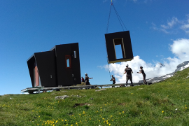 Héliportage du prototype sur l'alpage du Pelvoz (Val Cenis-Termignon) le 7 juillet 2018 © Parc national de la Vanoise - Guy-Noël Grosset