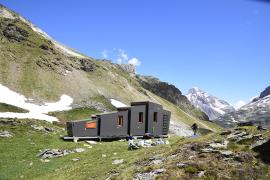 L'abri installé, dans son paysage © Parc national de la Vanoise - Valérie Hagry